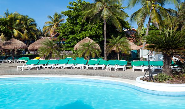 picture of a pool at a resort for the resort accident page for Heintz & Becker